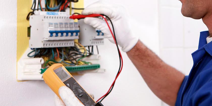تکنسین برق یا مکانیک