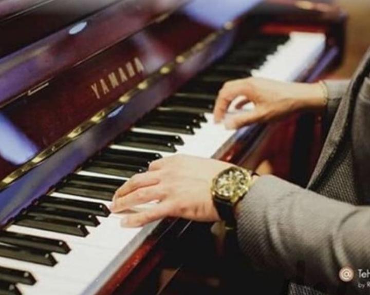 مربی پیانو