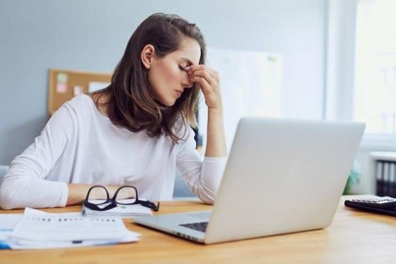 علائم فشار کاری و مشکلاتی که پرکاری زیاد از حد به وجود می آورد