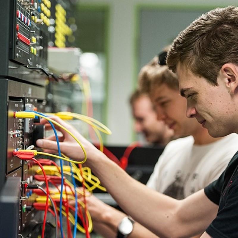 10 ویژگی مهندس سخت افزار