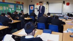 تلاش برای پرداخت ۷ ماه حقوق معلمان اعزامی به خارج از کشور تا پایان سال